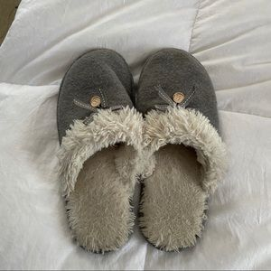 Comfy gray slippers size 8.5-9